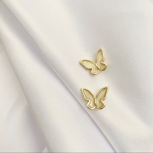 Cute White Shell Butterfly Stud